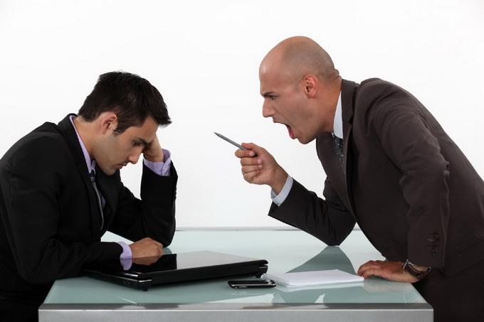 Жалоба на хамское поведение сотрудника