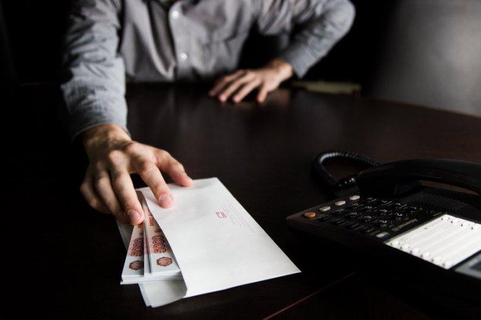 Передача денег для взятки как третья сторона